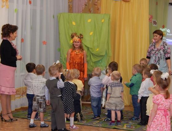 Появление Белочки. Сюрпризный момент на осеннем празднике для детей 3–4 лет
