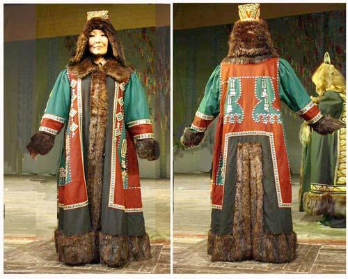 """Пальто выполнено из сукна трех цветов-красного, зеленого, черного.  По краю...  Старинный якутский костюм  """"оноолоох """"..."""